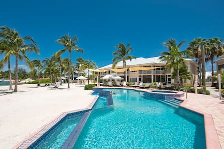 2 Bed beach front apartment - Kaibo