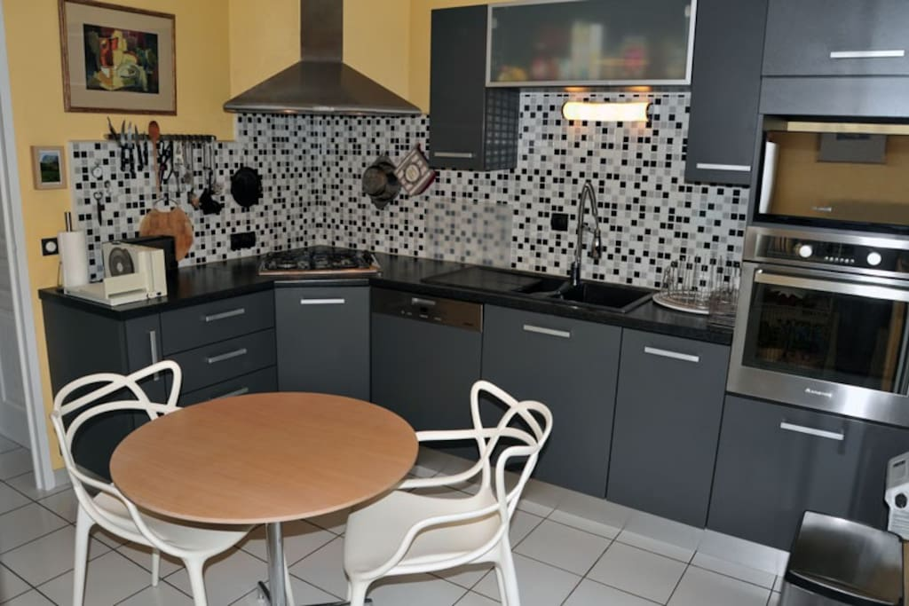 Separate kitchen, fully equipped, including dishwasher, oven, gas cooker, hood, fridge-freezer, etc.