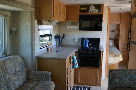 RV in quiet campground on cattle ranch - Husbil/husvagn