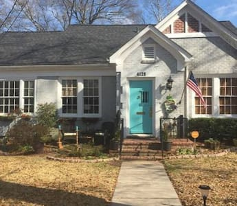 This 3 bedroom/2 bath nearly 1900 sq ft house is all you need in a safe quiet neighborhood of the historic Fondren district!! Close to many restaurants, hospitals and Millsaps College. Home has separate dining room, sun room/office, den, living room.