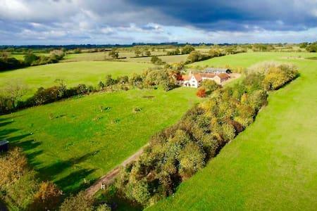 Beautiful Farmhouse 20 mins Southwold and  Coast . - Casa
