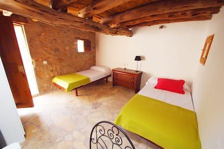 Alojamiento en casa Rural Deportiva - Sant Joan de Labritja - Bed & Breakfast