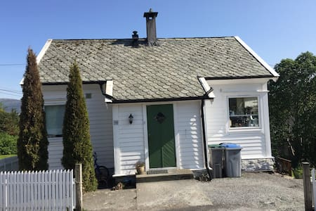 Bergen area - charming house with sea view - Haus