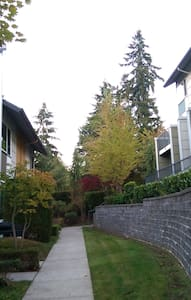 Clean, Safe, Cozy 1 BD 1 BR Private Room @ Redmond - Redmond - Radhus