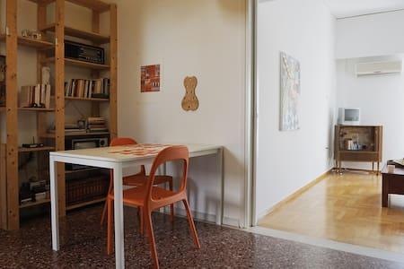 Cozy flat near city center, 150m from Metro - Apartment
