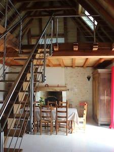 maison perigourdine avec de colomba - Haus