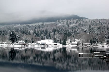 Cozy and gorgeous suite on Lake Samish - Bellingham - Hus