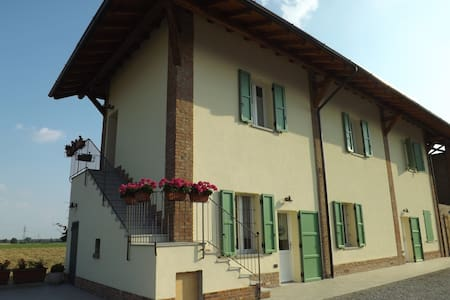 Agriturismo CASCINA CLAUDINA 2 - Bed & Breakfast