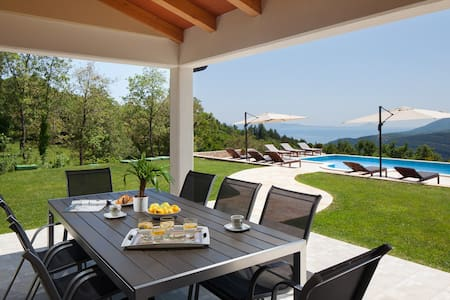 Villa with panoramic view - Maison