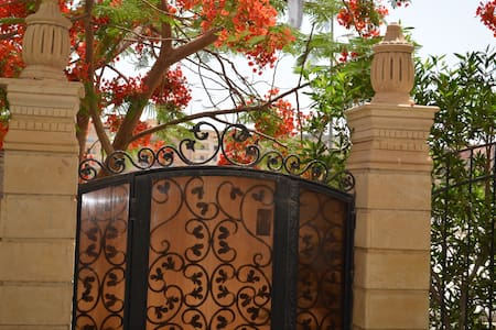 Charming flat in Cairo with garden - Byt