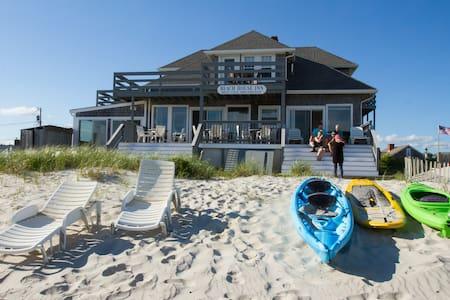 Room #7 Ocean Front Beach House Inn - Bed & Breakfast