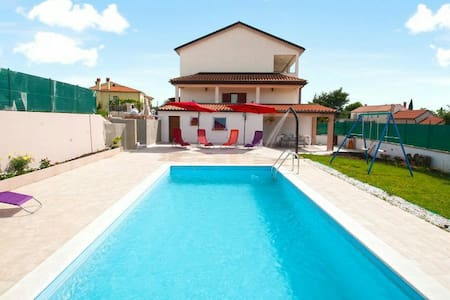 Nice House with swimming pool - Villa