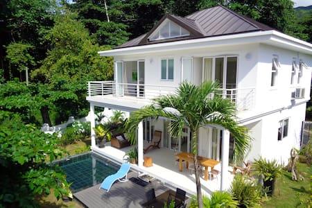Las Brisas beachfront luxury villa - Beau Vallon - Villa