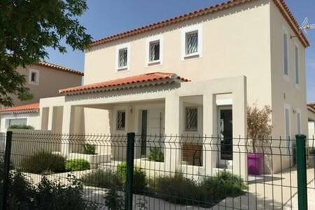 Modern villa near Pézenas