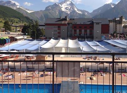 Central studio swimming pool view - Mont-de-Lans
