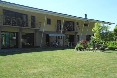 "Chambre privée ""ARC-EN-CIEL"" dans villa PISCINE - Courtisols - Bed & Breakfast"