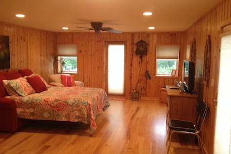 Cozy Studio w/full kitchen and bath - Fontana-on-Geneva Lake