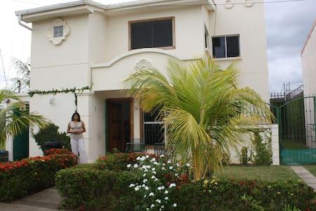 Habitacion en casa blanca