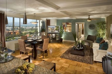 Gorgeous View! West Hollywood apt!