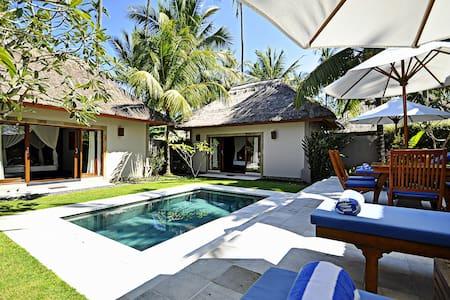 Luxury 2 Bedroom.... Villa Sasoon