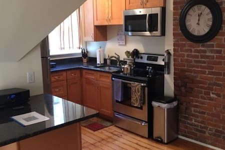 Perfect Northampton Apartment, walk to downtown - Northampton - Wohnung
