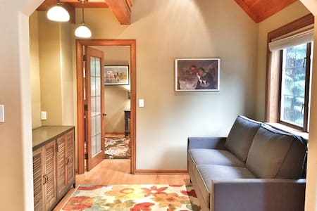 Carriage House Apartment - Seattle - Apartment