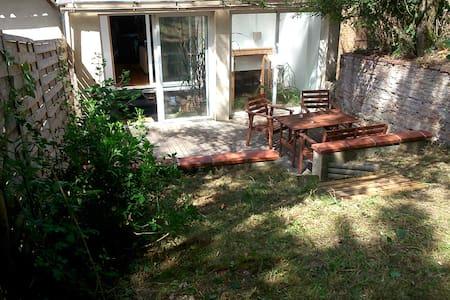 maison , terrasse et jardin - Dům