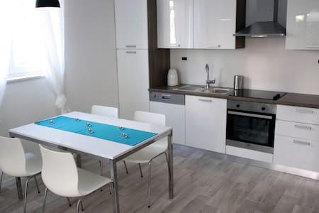 apartment Plavi, 2+2 by the sea - Žaborić - Leilighet