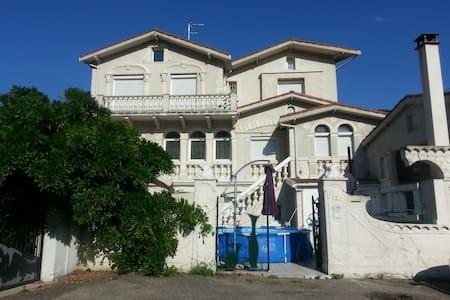 MAISON FLORENTINE ATYPIQUE ET ORIGINALE - House