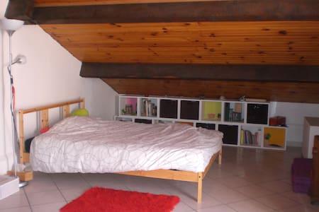 Chambre avec balcon, vue sur la mer - Frontignan - House