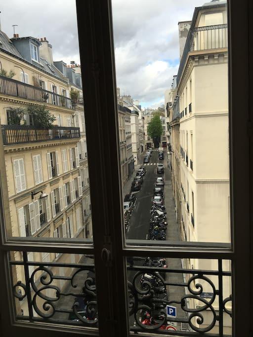 view of the street, at the bottom : musée de la vie romantique