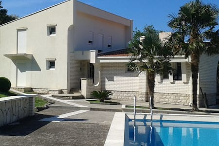 House with Swimming Pool - Dobra Voda