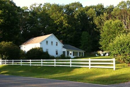 Idyllic 5BR Farmhouse on 290 acres - Bennington