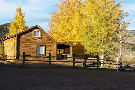 Cozy Western Style Log Cabin - Whiterocks