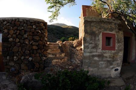 svegliarsi con i colori africani - Pantelleria - House
