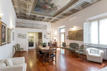 Elegante appartamento con affresco
