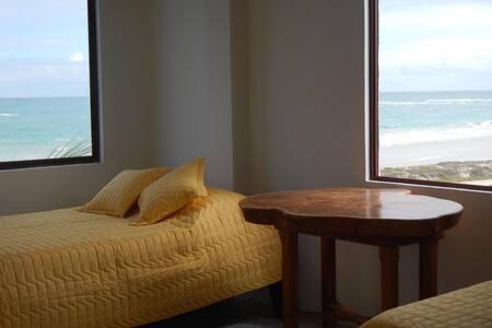 Habitación con hermosa vista al mar