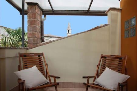 Appartamento ampio giardino+piscina - Wohnung