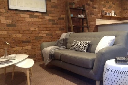Studio with Style - Private Retreat - Breakfast - Lavington - Bed & Breakfast