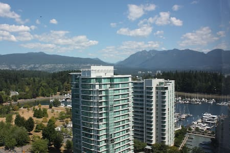 22 flour ocean view in downtown Vancouver, right beside Stanley Park. Great view and huge room with double sized bed, a sofa bed and independent bathroom. All the great restaurants and parks are here. Best view and location for visiting Vancouver.