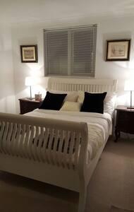 Quiet cosy room just off coast road - Telscombe Cliffs