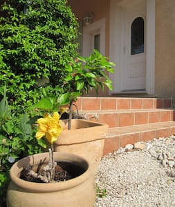 villa au calme st genies - Nîmes - Villa