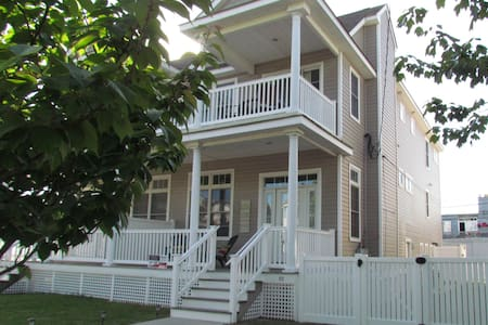 4 BD/3 BT modern townhouse w/parkin - Ocean City - House