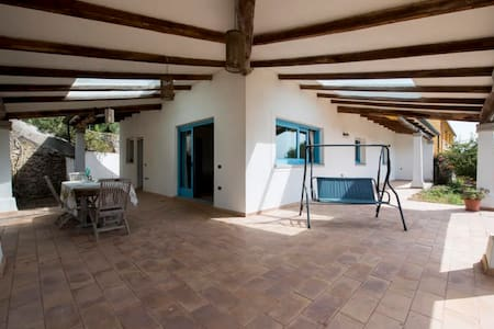 Casa con grande giardino - Santa Teresa Gallura
