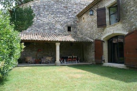 Mas de la Licorne proche d'Avignon - Saint-Laurent-des-Arbres - Huis