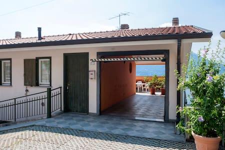 Casa con ampio terrazzo vista lago - Fiumelatte - Apartment