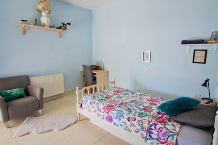Room type: Private room Bed type: Real Bed Property type: House Accommodates: 3 Bedrooms: 1 Bathrooms: 1.5