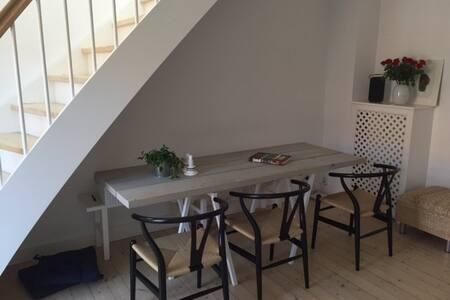 Modern, refurbished two-storey flat