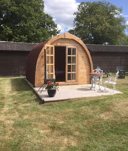 Friendship cottage glamping pod - Hut