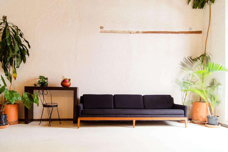 Wide livingroom.